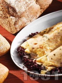 Вкусни солени палачинки с плънка от шунка, гъби, сирене и зелени аспержи печени на фурна - снимка на рецептата